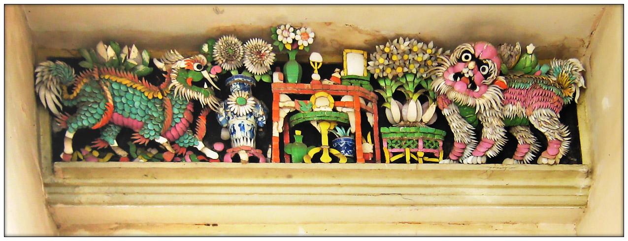 Kunstvoller Keramikfries...