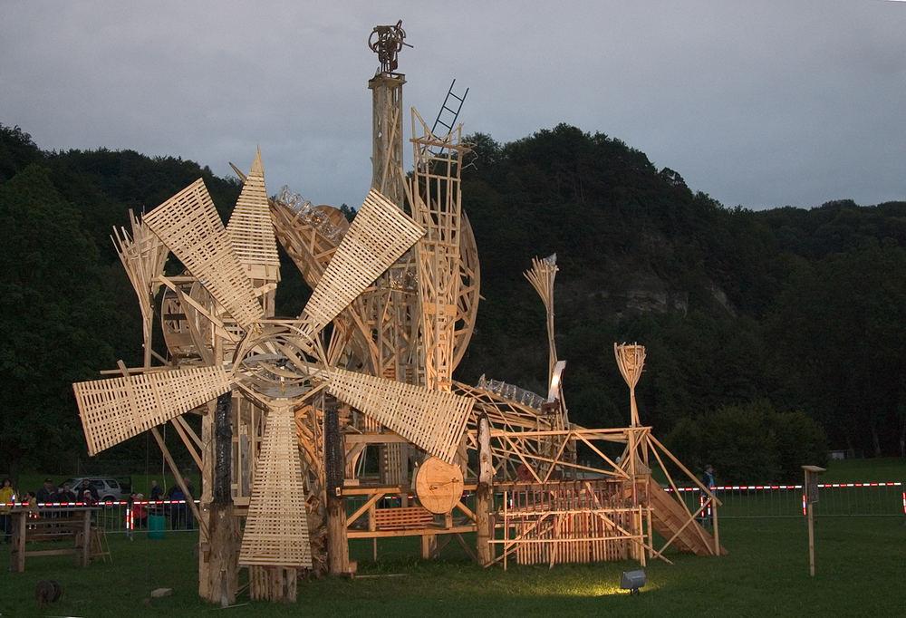 Kunstwerk des Schweizer Künstlers Luginbühl