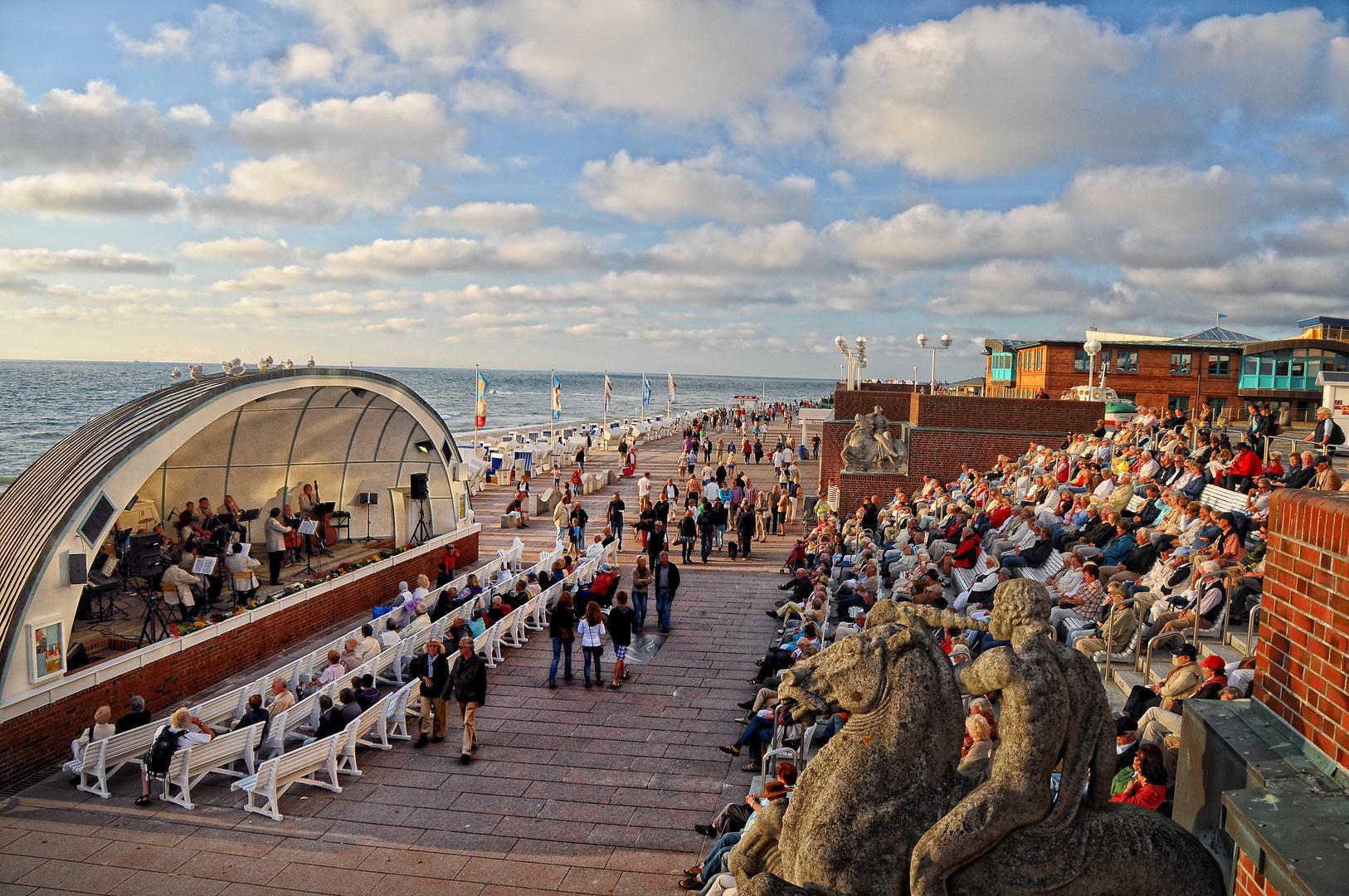 Zelt Auf Westerland : Kurkonzert auf der strandpromenade in westerland sylt