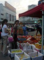 Kurz vor Einbruch der Dunkelheit auf dem Markt