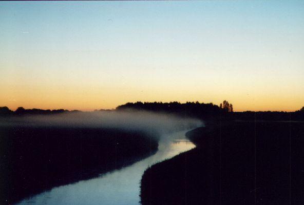 Kurz vor Sonnenaufgang, der Nebel steigt auf...