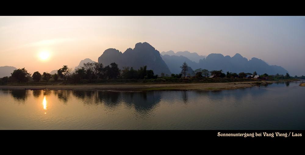 Kurz vor Sonnenuntergang bei Vang Vieng