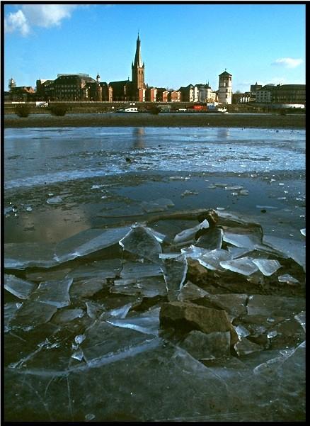 Kurz vor Weihnachten am Rhein...