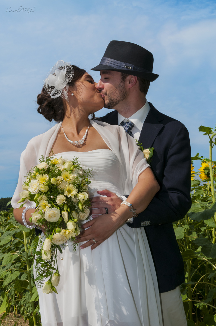 Kuss im Sonnenblumenfeld