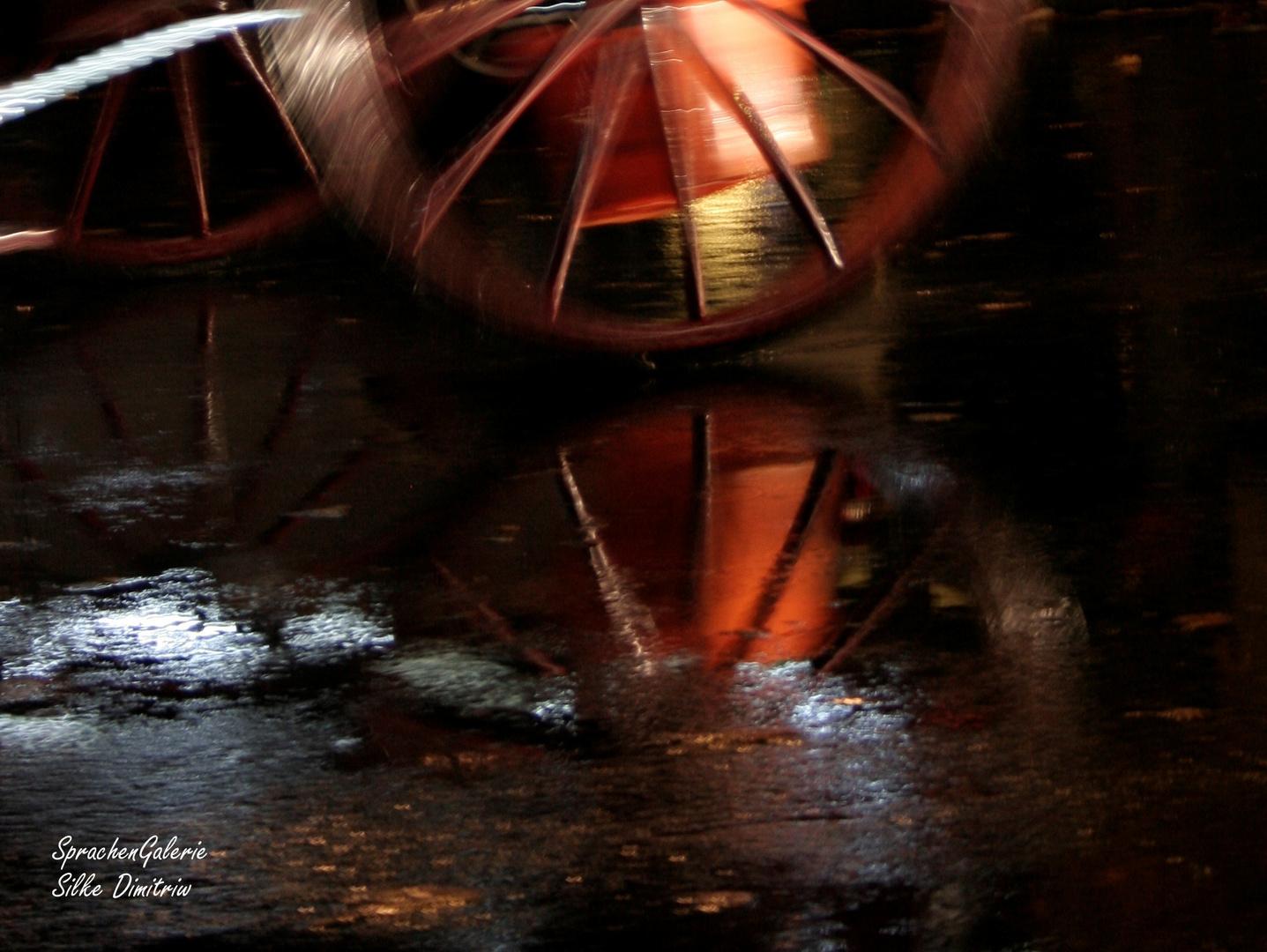 Kutsche fährt durch Regennacht