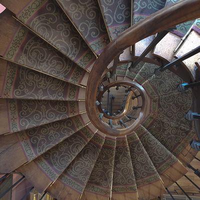 l escalier de G MOREAU