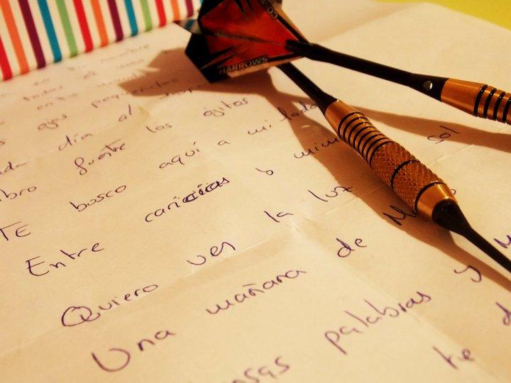 Él me escribe en la distancia