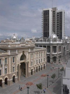 La Alcaldia y Gobernacion en Guayaquil. ECUADOR