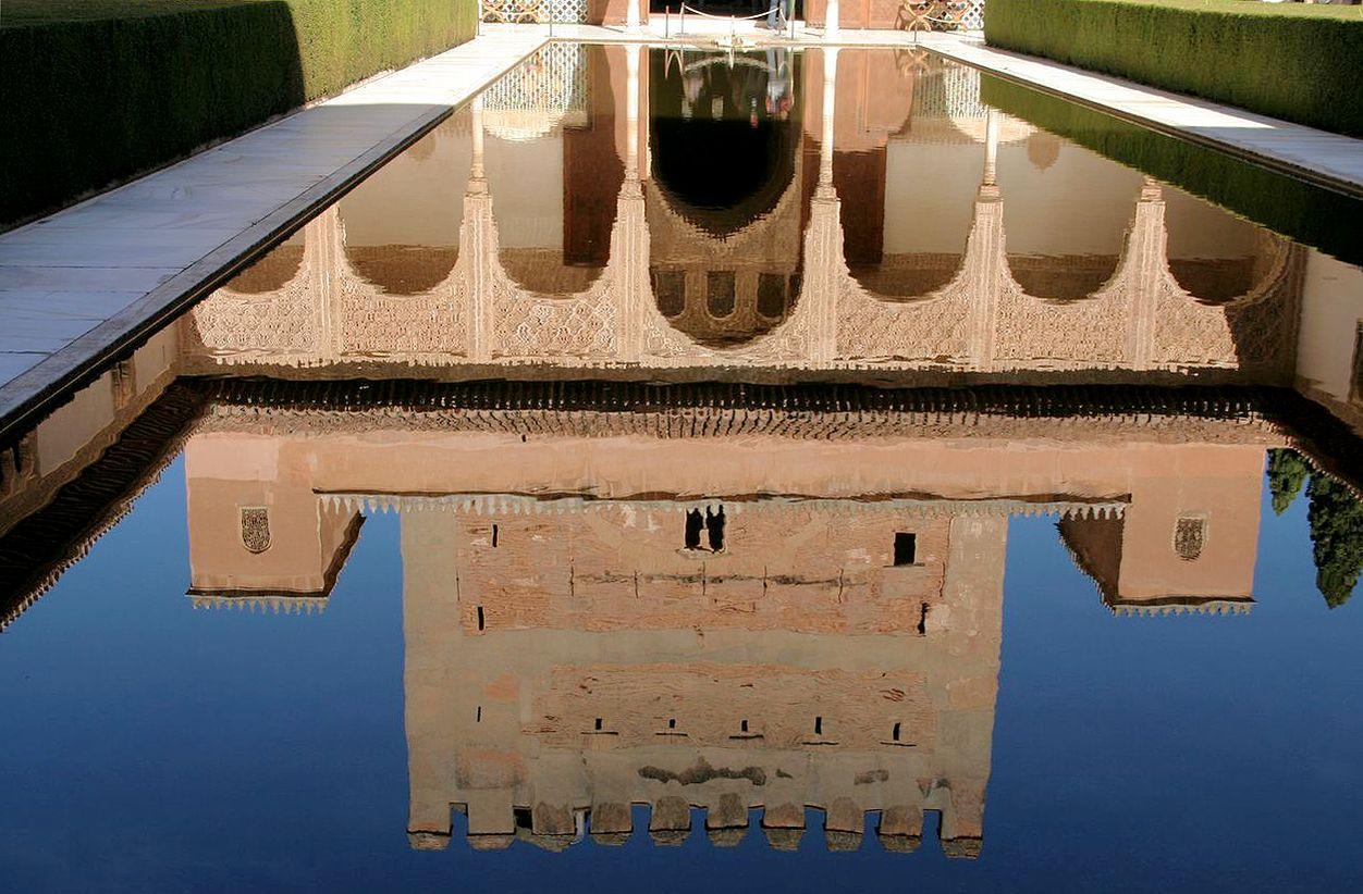 La Alhambra (Granada), patio de los arrayanes