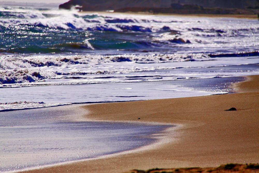 La arena que lame el mar.