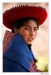 La bambina con il cappello rosso