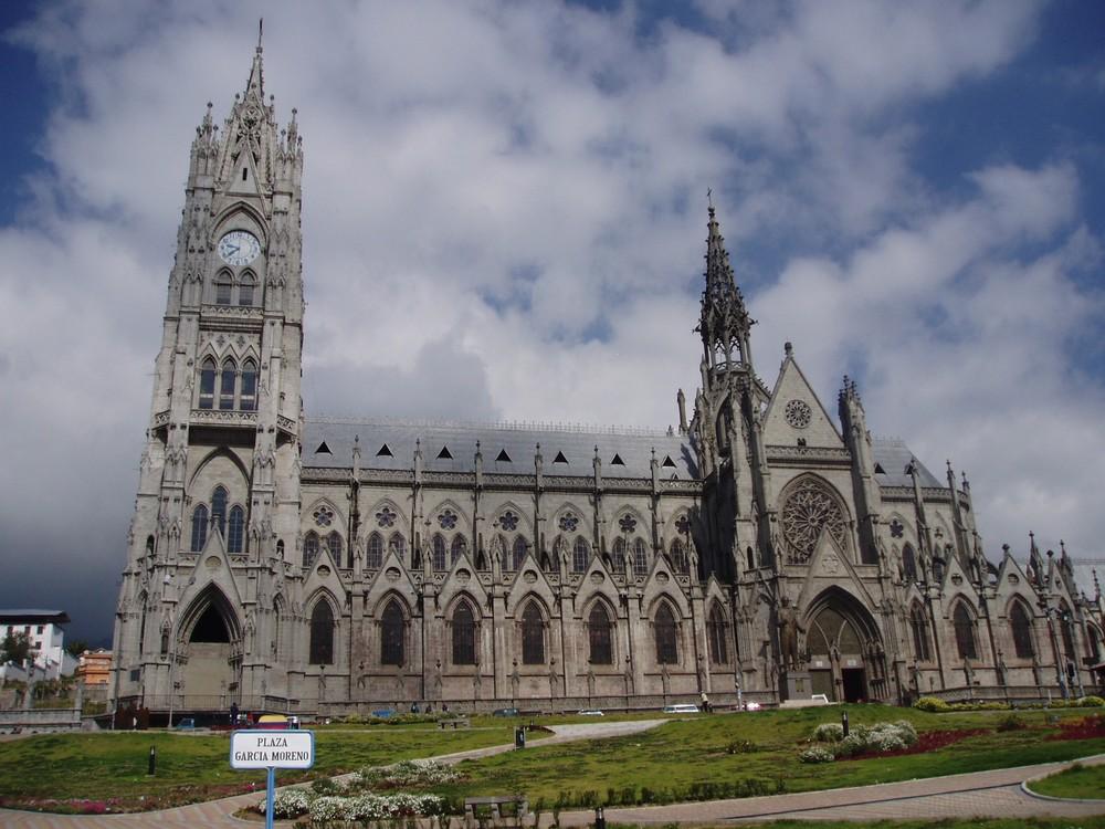 Resultado de imagen de basílica del voto nacional, ecuador