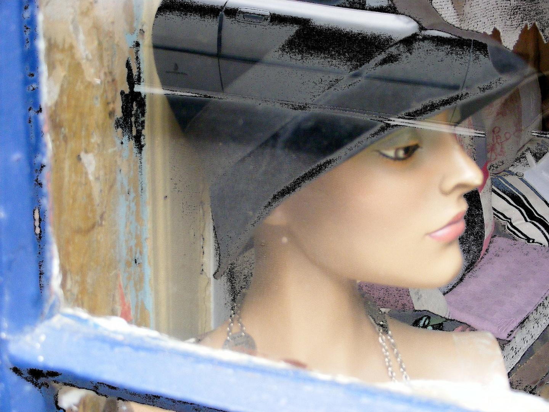 La belle au chapeau