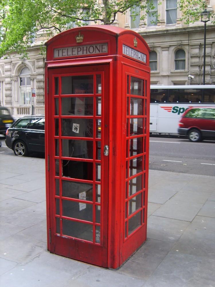 La cabina telefonica di londra foto immagini europe for Cabina telefonica inglese arredamento