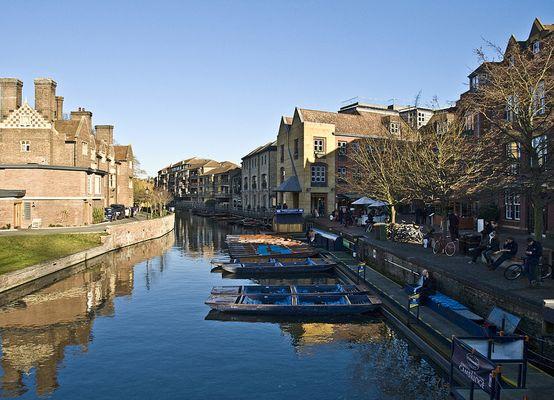 La Cam et ses « punts » vus du Pont de Magdalene  --  Cambridge