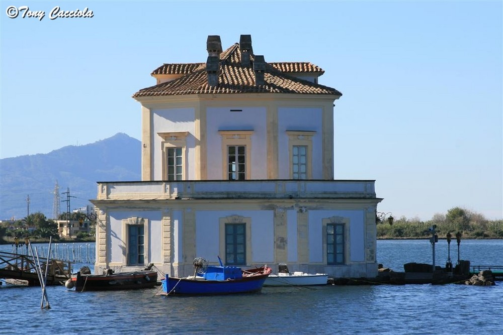 La casa della fatina di pinocchio sul lago foto immagini for Casetta sul lago