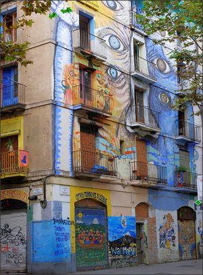 La casa que nos mira -- Rambla del Raval (Barcelona)