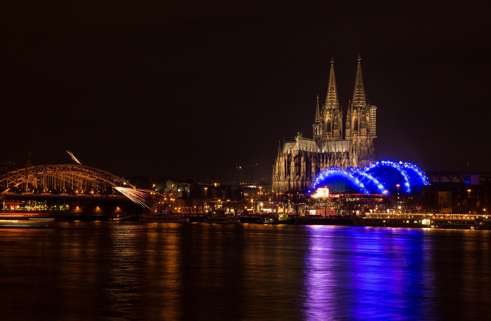 La Cathédrale de Cologne dans la nuit de Saint Silvestre