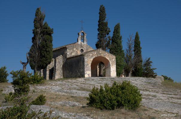 la chapelle dans les Alpilles