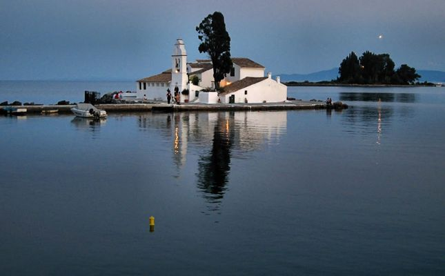 la chapelle sur l'eau
