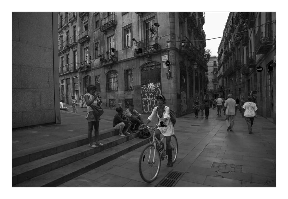 La chica de la bicicleta barrio gótico ( Barcelona )