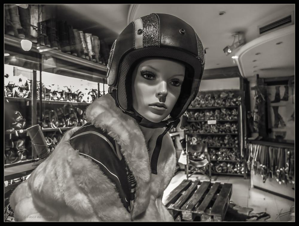 La chica del casco en invierno