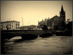 La chiesa di S:Fermo..il ponte delle navi e l'Adige in piena...