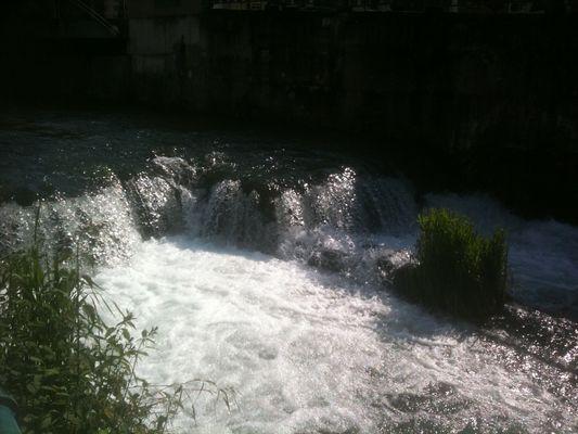 la chute d'eau en pleine ville