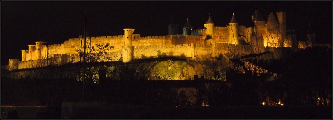 La cité de Carcassonne de nuit
