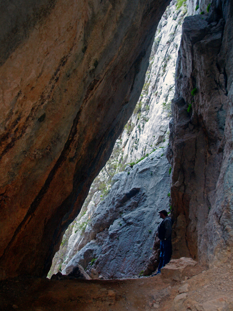 La crevasse ... Die Felsspalte ...