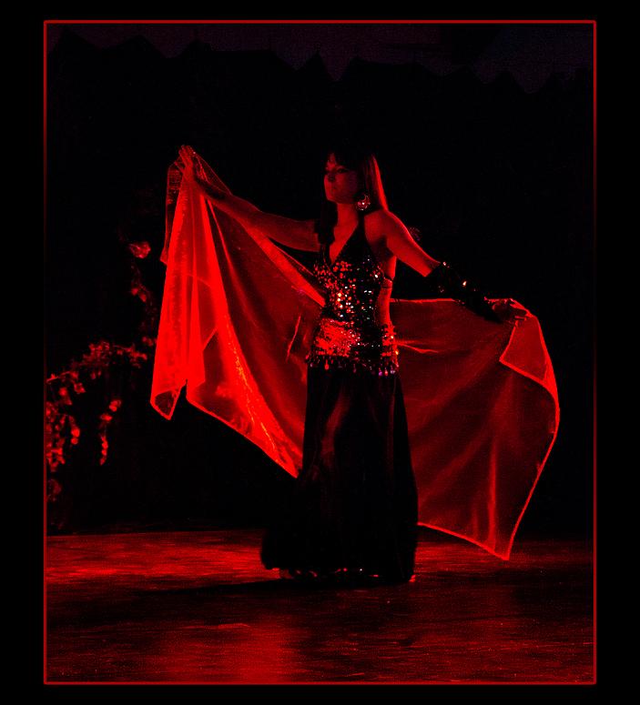 La danseuse orientale .
