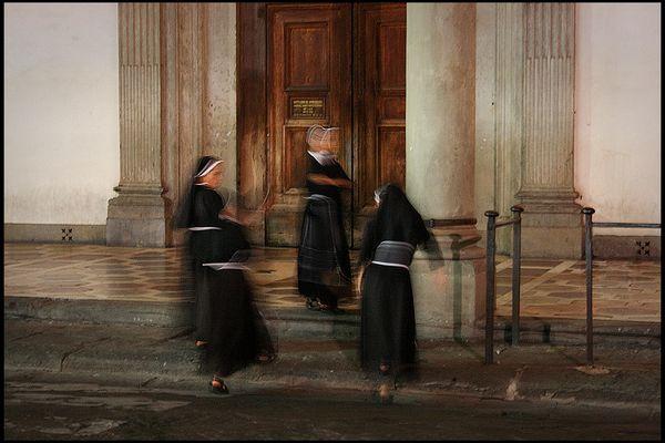 LA DANZA DELLE suORE (francescane)