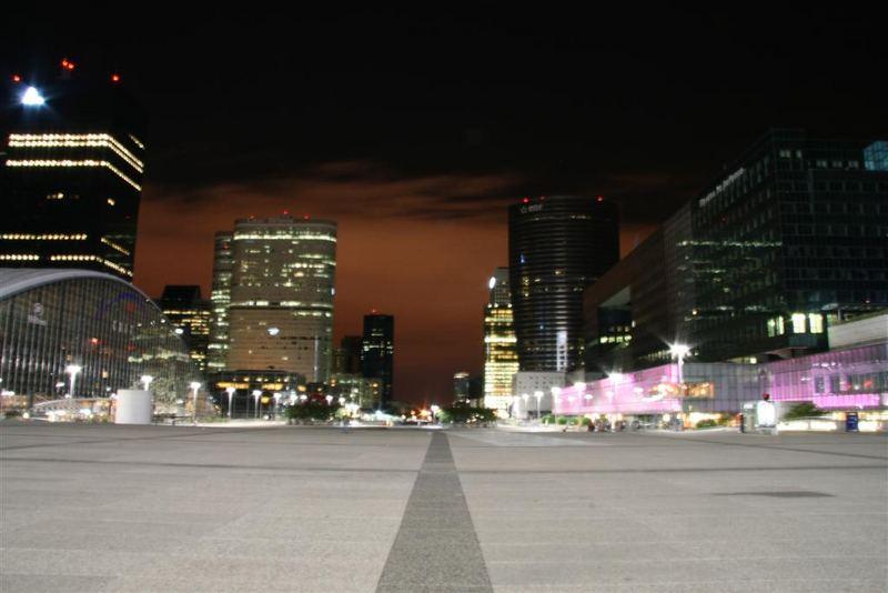 La Défense bei Nacht