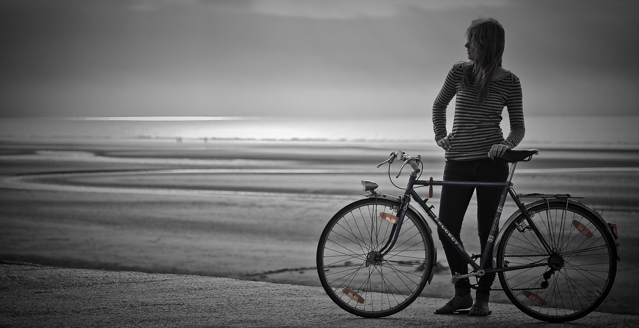 - La demoiselle au vélo bleu -