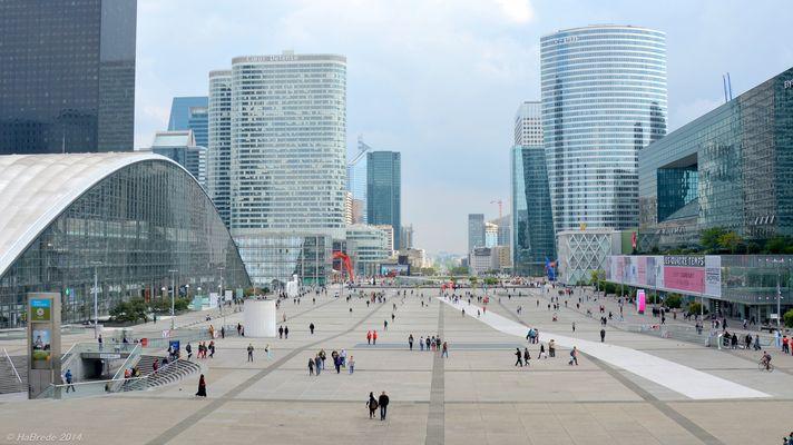 La Denfense - Eine ganz anderere Perspektive in Paris