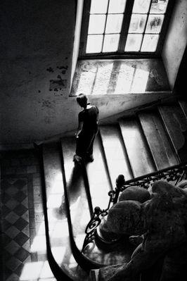 La descente d'escaliers
