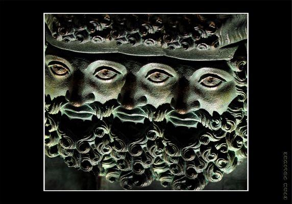la divinité à trois têtes