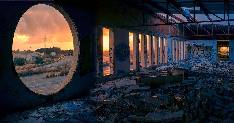 """ La fábrica abandonada "" V"