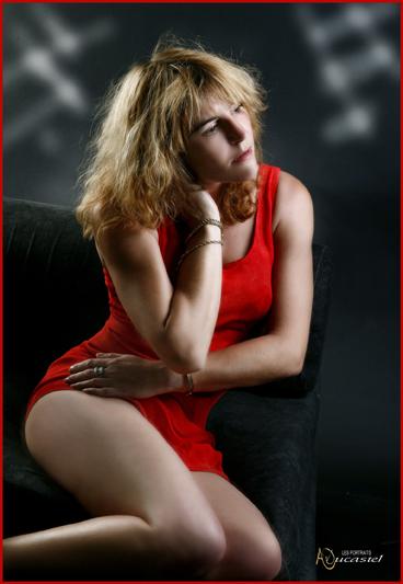 la femme a la robe rouge