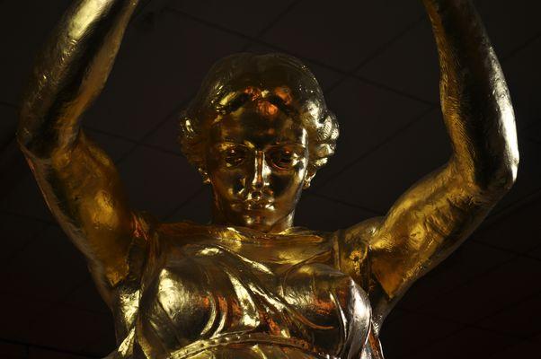 La femme en or