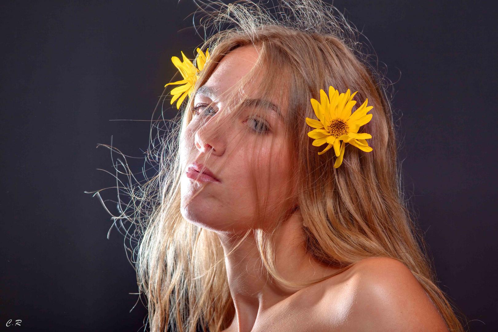 la femme et la fleur (1)