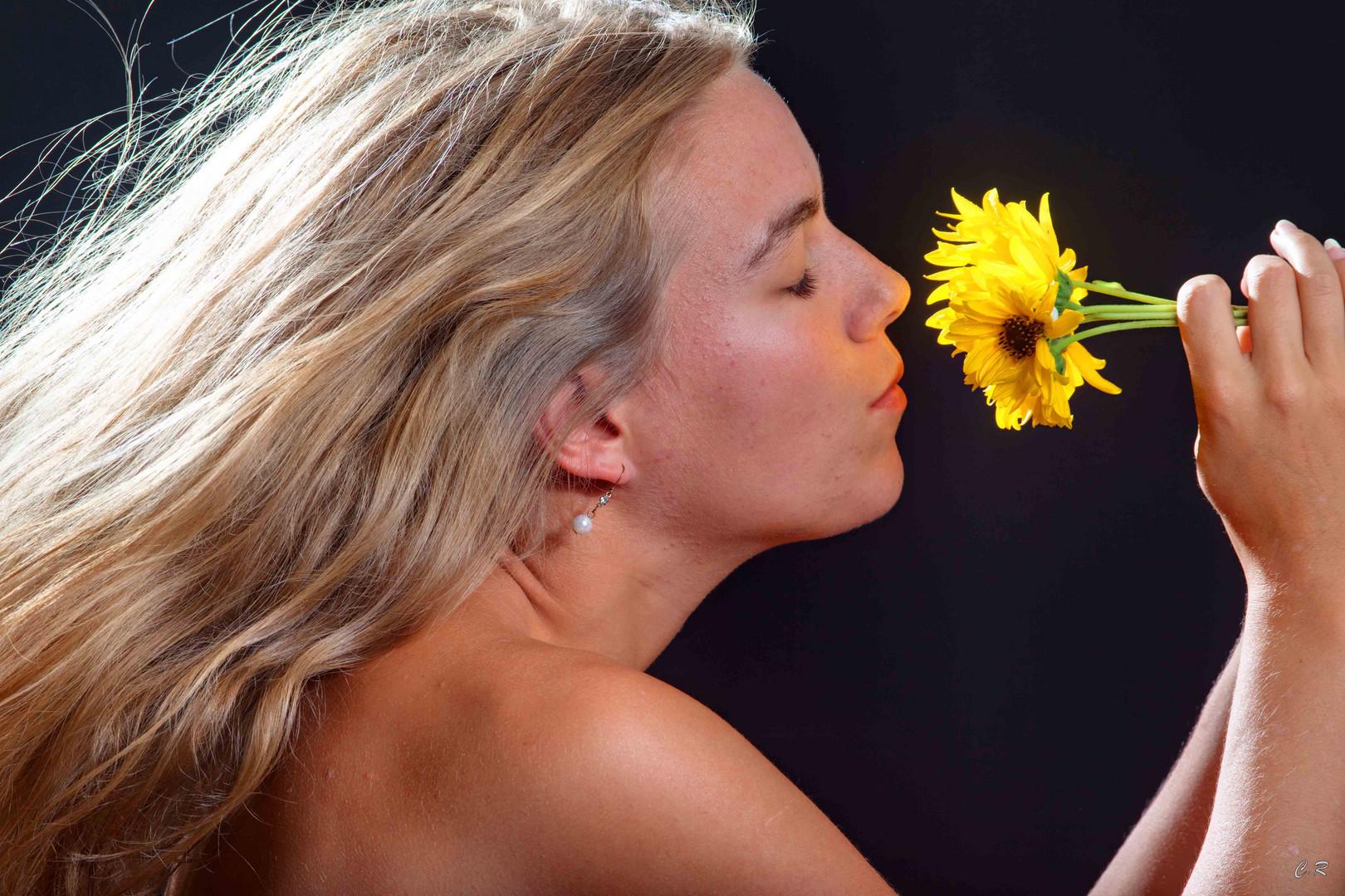 la femme et la fleur (2)