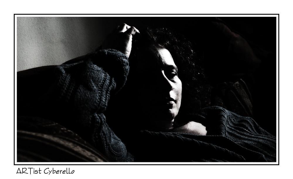 La femme qui attendait dans l'obscurité