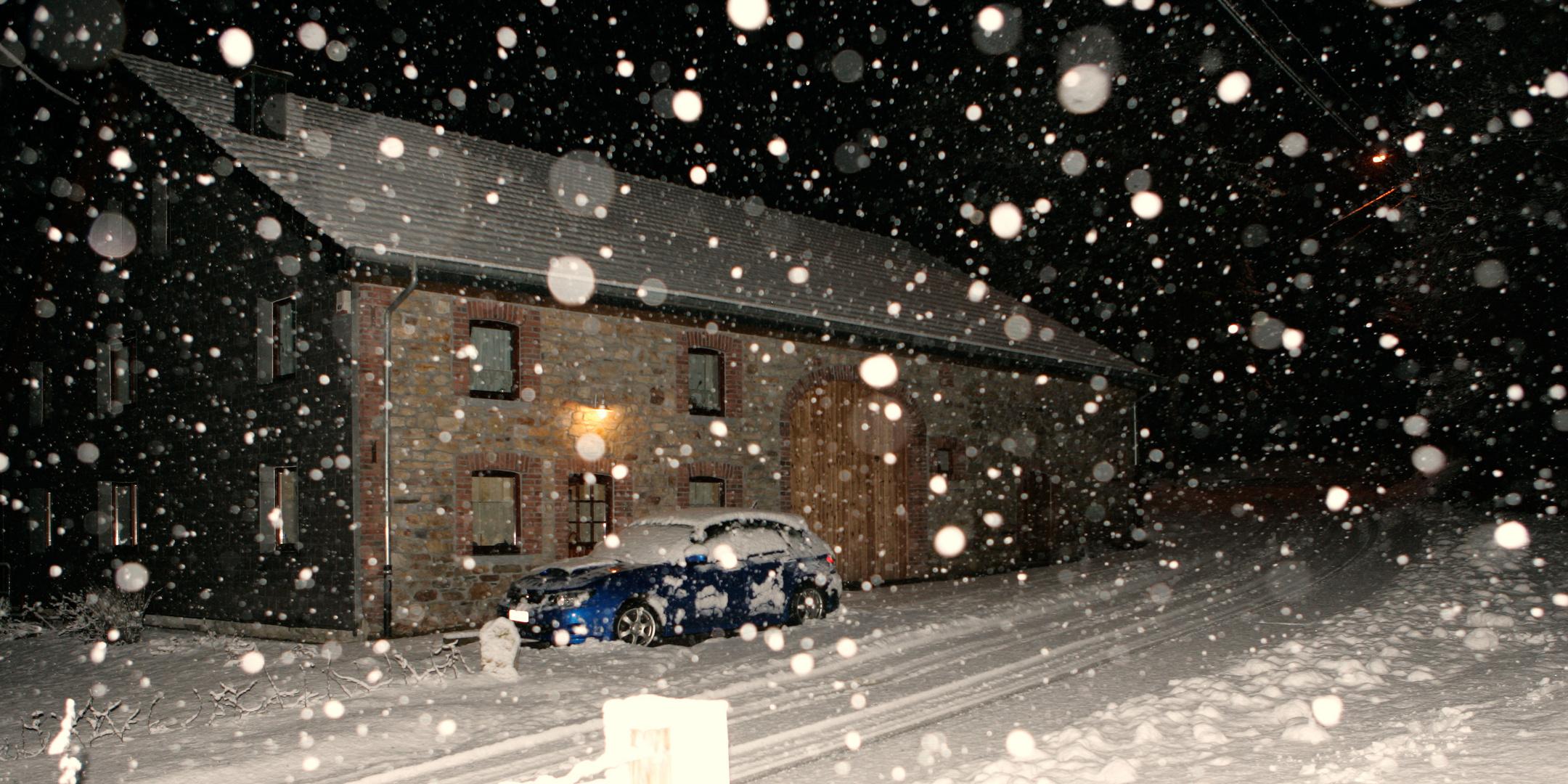 la ferme, la neige, la nuit