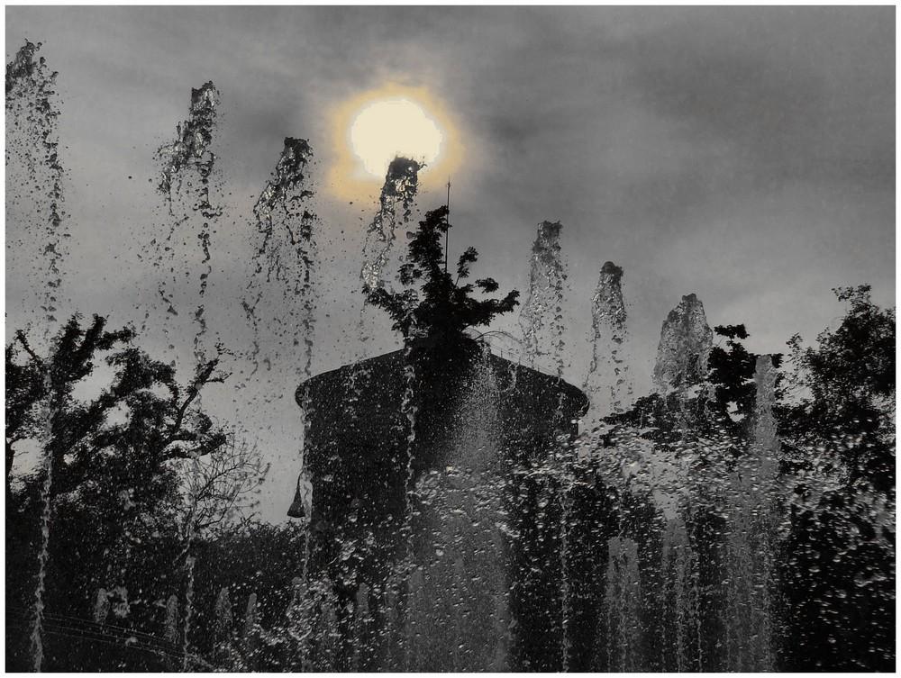 la fontana a PIAZZA CASTELLO