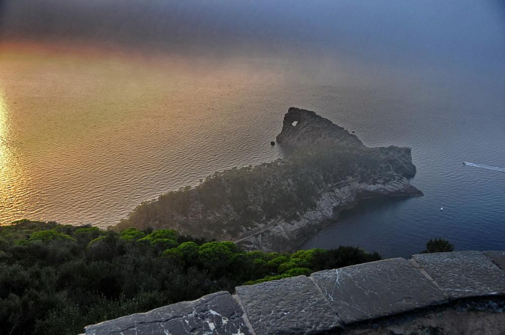 La Foradada (puesta de sol con niebla )