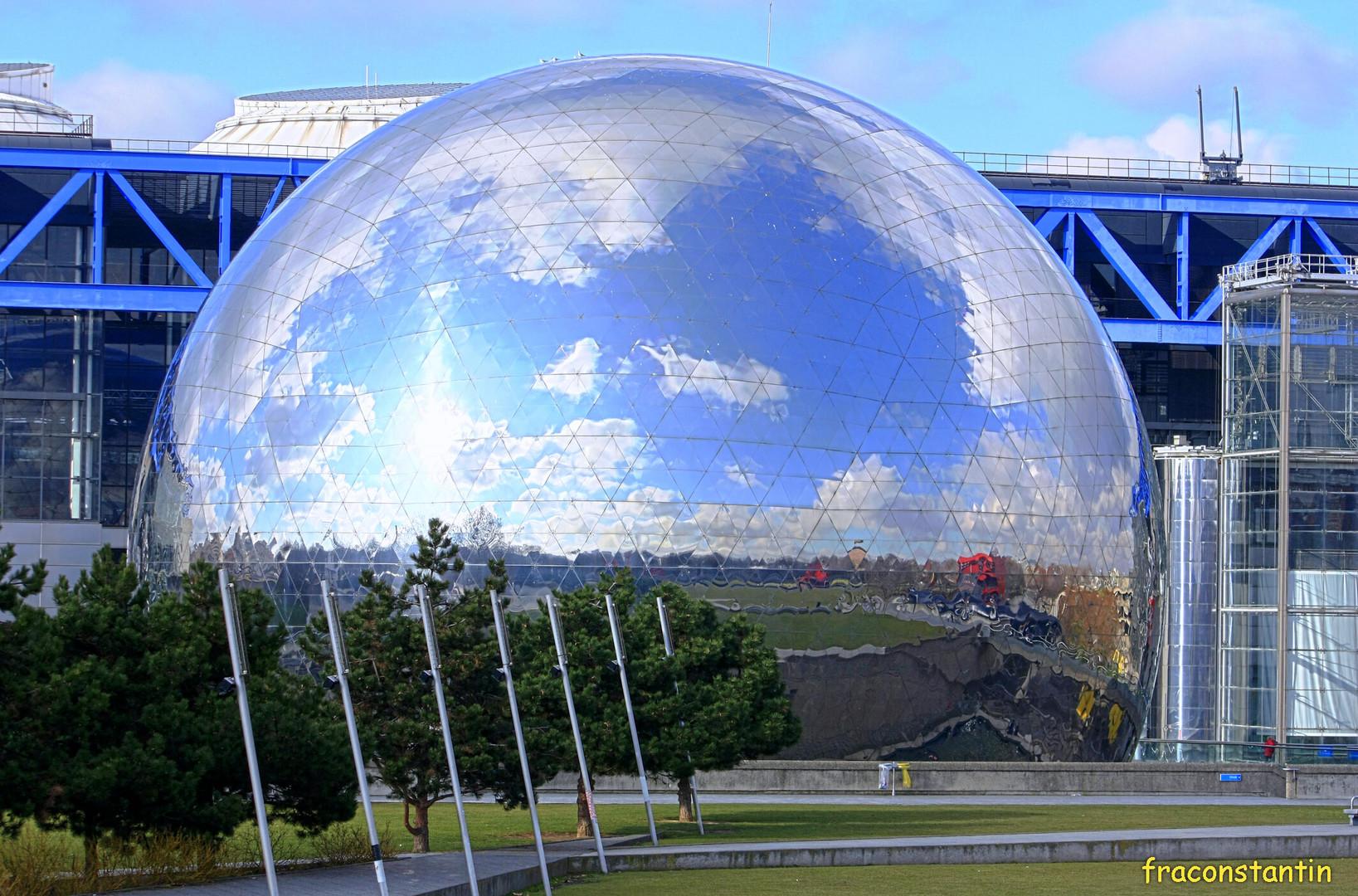 La Géode du parc de la Villette à Paris 19°.