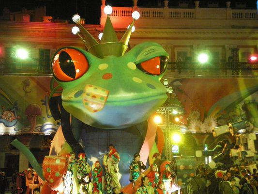 La grosse grenouille du carnaval