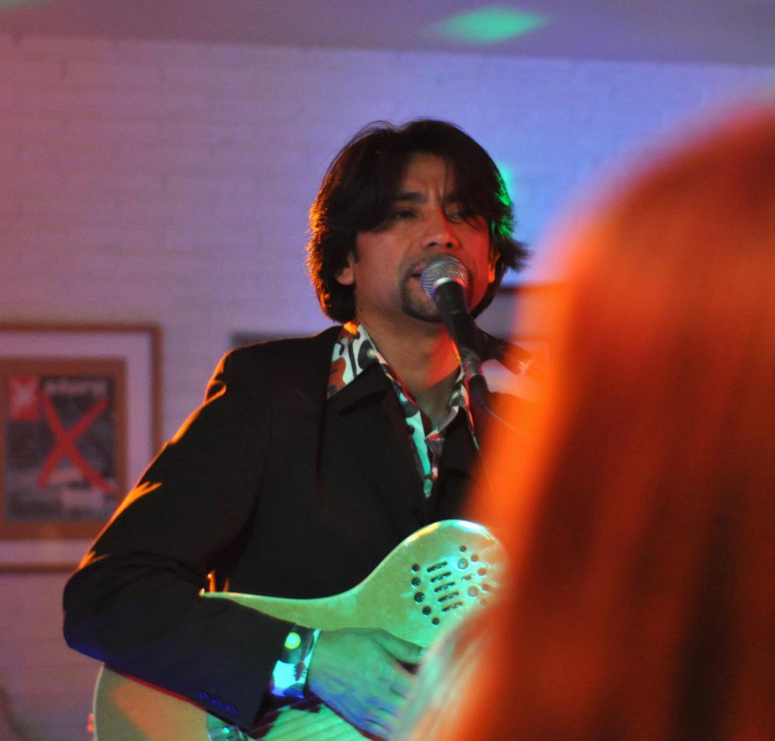 La Guitarra y la Pelirroja