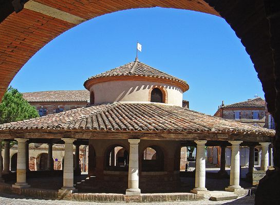 La Halle circulaire de Auvillar  -- Die runde Markthalle von Auvillar